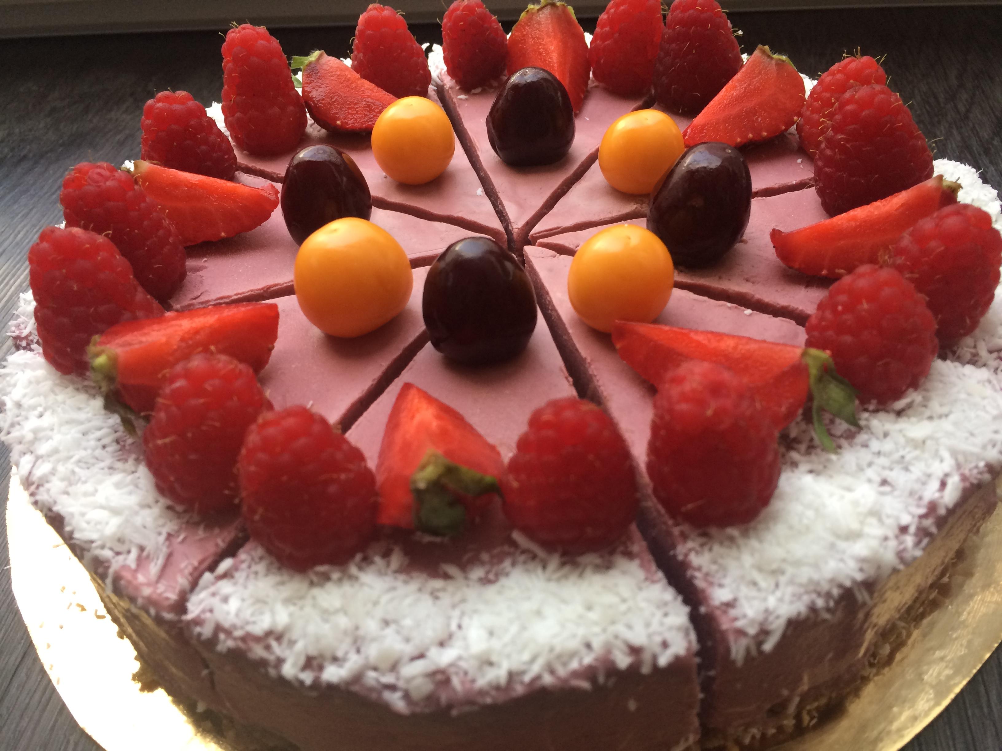 Malinová raw torta s ovocím