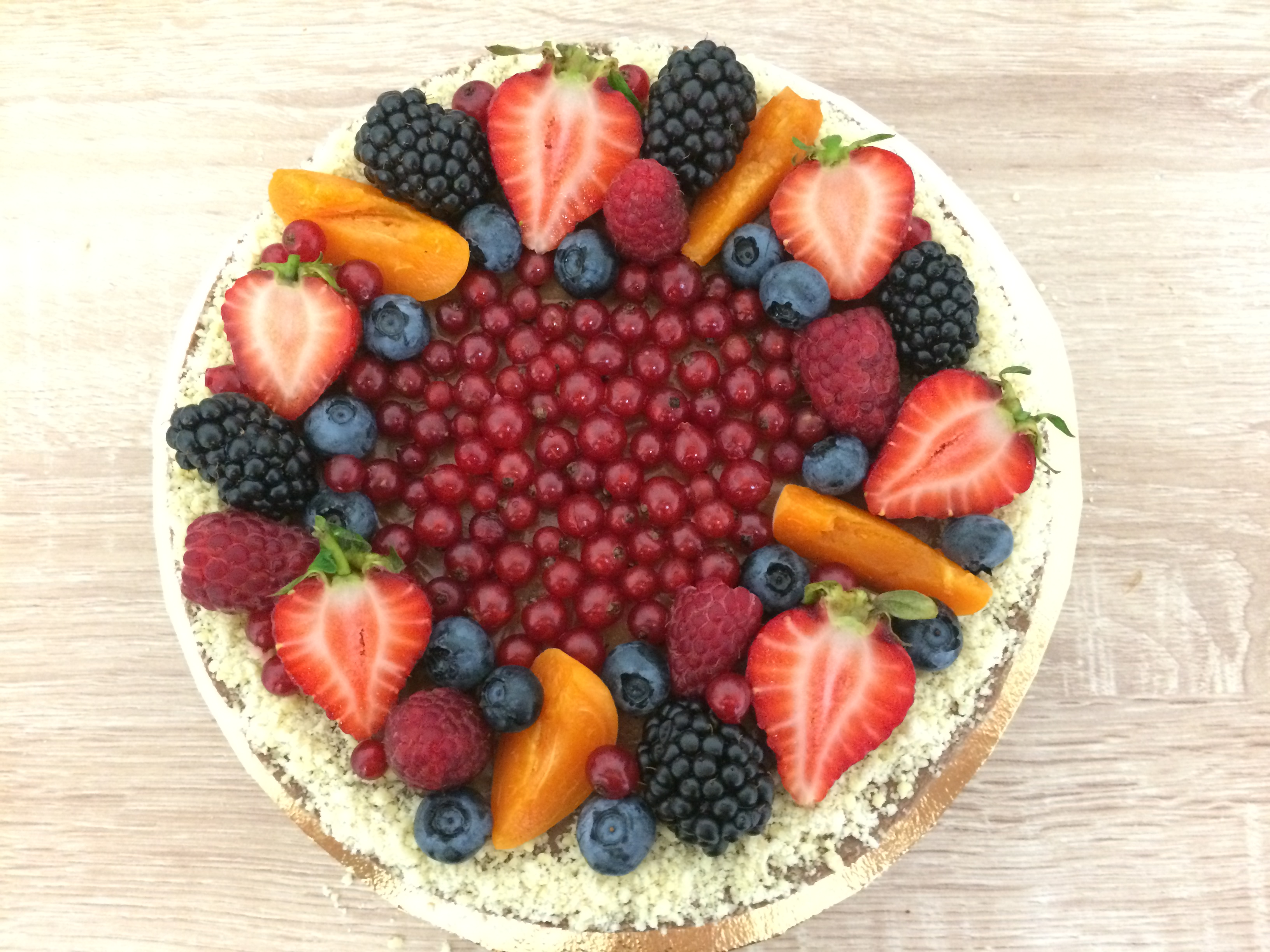 Čokoládová raw torta s ovocím